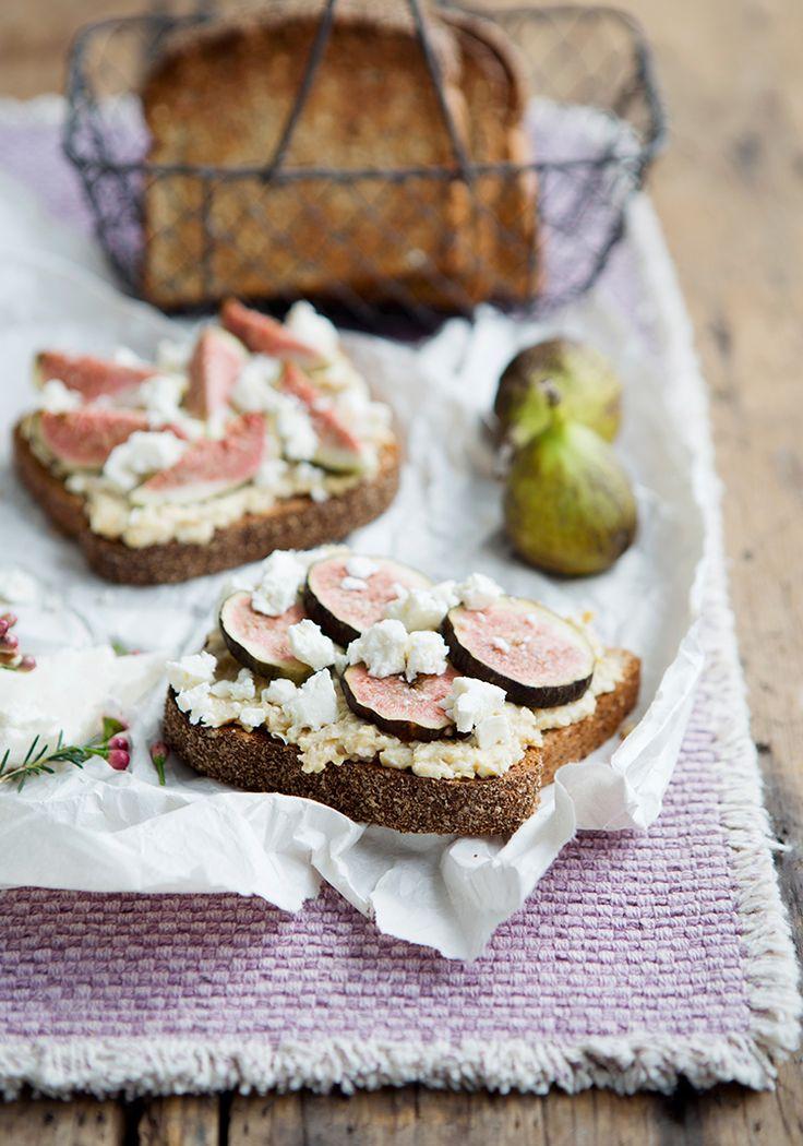 Tartines à l'écrasé de pois chiches, aux figues & au féta - Recette - Trois fois par jour