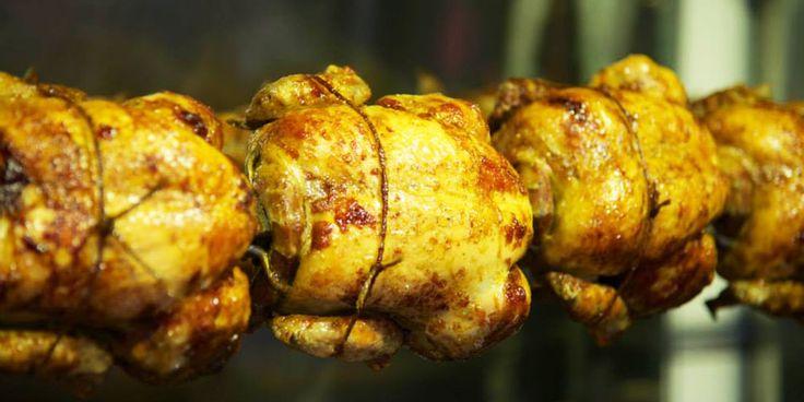 Συνεχίζουμε το μεγάλο μας αφιέρωμα με τα καλύτερα σημεία για κοτόπουλο. Εδώ οι γεύσεις ξεχωρίζουν και η ποιότητα των υλικών πρωταγωνιστεί στις προτεραιότητες των καταστηματαρχών, μιας και προμηθεύονται καθημερινά φρέσκακοτόπουλα «Πίνδος» για να γεμίσουν τις σούβλες και τις σχάρες τους. Μέρος δεύτερομ λοιπόν, ενώ αν θέλετε να δείτε και το πρώτο μέρος με τα αγαπημένα …