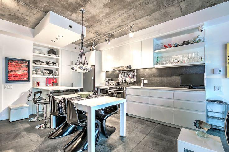 Appartement/Condo à vendre 5661 Av. De Chateaubriand app.116 Rosemont/La Petite-Patrie (La Petite-Patrie), Montréal NOUVELLE INSCRIPTION. UN CONDO PAS COMME LES AUTRES AU CACHET MODERNE ET CHALEUREUX. ABSOLUMENT RAVISSANT! À VOIR!