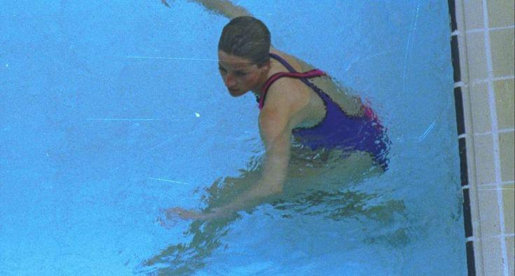 Sereia. O mergulho na piscina do Copacabana Palace também marcou a visita ao Rio