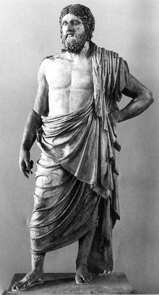 Mighty, manly Zeus (below) wears a draped himation that could be just as easily worn by a woman, were the front flap pulled up for modesty: