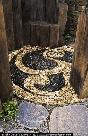 Pebble mosaic--Gorgeous! Why not make a patio or entry like this?