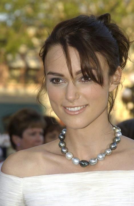 keira knightley wearing a single strand of mixed white