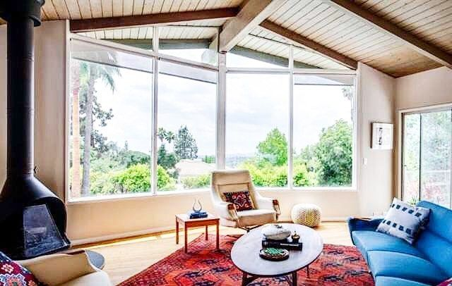 Going through the old photo album and had to share this amazing home styled by @a1000xbetter last year 🙀 In case anyone is wondering why I came to work with Kirsten ☝️☝️☝️☝️☝️ duh! 🙌❤️ #designboss #interiorstylist #interiordesign #midcenturymodern #vintage #boho #finditstyleit #jungalowstyle #jungalow #decor #midcentury #a1000xbetter