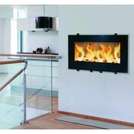De #Hwam I30/65 heeft een 80 cm brede vuurbeeld achter de discrete glazen ruit, en heeft een bijzonder decoratieve waarde voor iedereen die in woninginrichting is geïnteresseerd. Design en functionaliteit zorgen voor een echt eyecatcher in uw huis. Door het formaat van de Hwam I30/65 schuift u de deur in één soepele beweging omhoog. #fireplace #fireplaces #houthaard