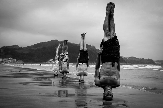 http://www.theplaidzebra.com/health-benefits-of-doing-a-headstand/