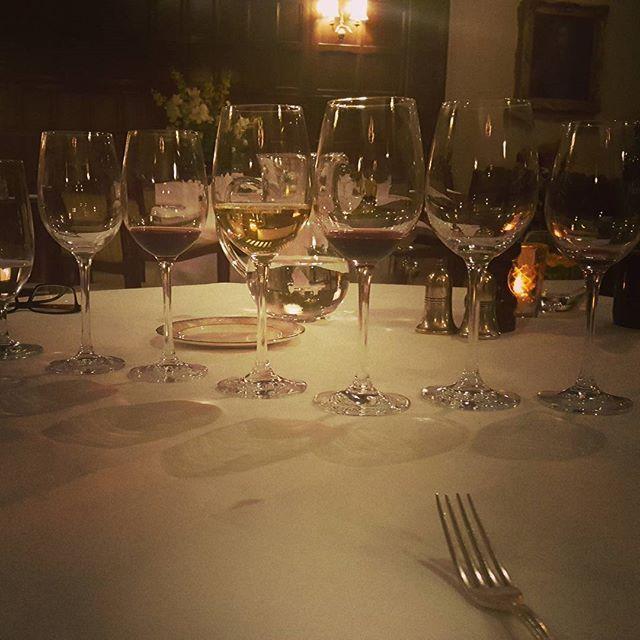 @simonhayes1313 On a school night 👫😚🍷 #wedding #foodtasting #winewinewine #bestiesforever #tylneyhall