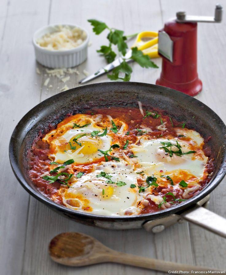 Œufs frits à la sauce tomate façon provençale.