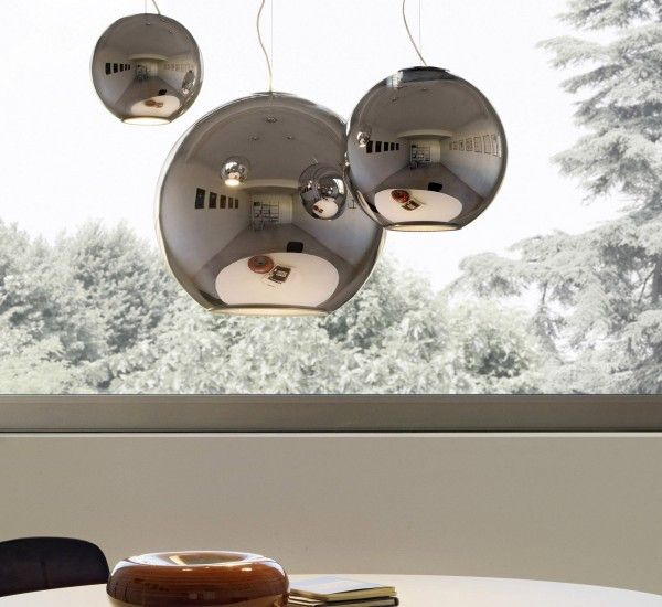 Globo di Luce is a suspension lamp designed by Roberto Menghi for FontanaArte.