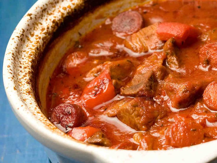 Espanjalainen liha-makkarapata