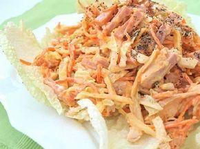 """Вкусный и сытный салат """"Анастасия"""" из очень доступных ингредиентов, подойдёт как для повседневного так и для праздничного стола. Очень удачное сочетание ветчины с курицей, корейской морковью, пекинкой и яичными блинчиками! ветчина— 250 г куриное филе варёное— 150 г корейская морковка— 200 г капуста пекинская— 350-400 г яйца— 3 шт мука пшеничная— 1 ст. ложка …"""