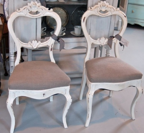 such beautiful antique sister chairs.