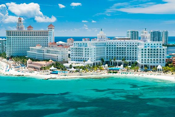 The 5-star Hotel Riu Palace Las Americas (All inclusive 24h) offers the ideal installations to spend perfect holidays in the city of Cancún, Mexico. Hotel Riu Palace Las Americas - Hotel in Cancun, Mexico - RIU Hotels & Resorts