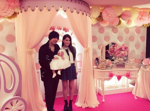 Jay Chou shows (off) his beautiful family!