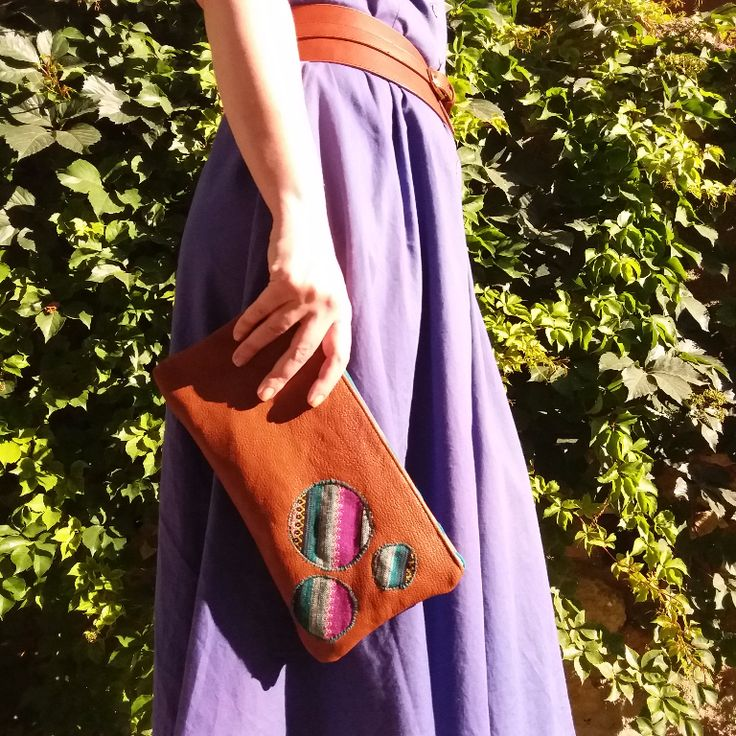 The circles clutch bag