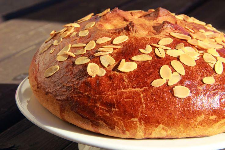 """""""Easter Mazanec"""" - traditional sweet yeast bread - V kuchyni vždy otevřeno . """"Velikonoční mazanec"""""""