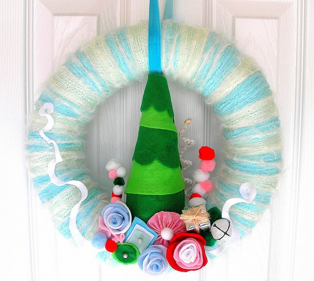 yarn wreath: Christmas Wreaths, Christmas Time, Christmas Yarns, Trees Yarns, Felt Wreaths, Felt Yarns, Yarns Wreaths, Christmas Ideas, Fetsiv Trees