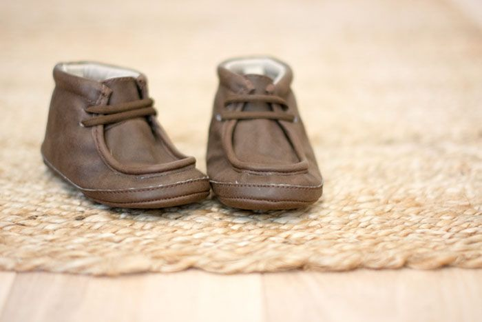 Baby leather shoes | Photo by Sofia Damén