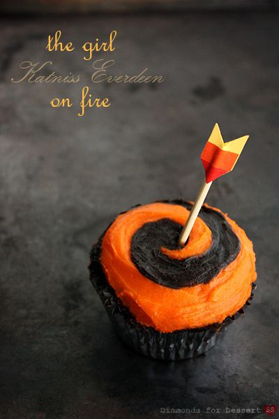 The Girl On Fire Cupcake: Girls, Hunger Games Cupcakes, The Hunger Games, Chocolates Cupcakes, Halloween Cupcakes, Cupcakes Recipes, Fire Cupcakes, Katniss Everdeen, Cups Cakes