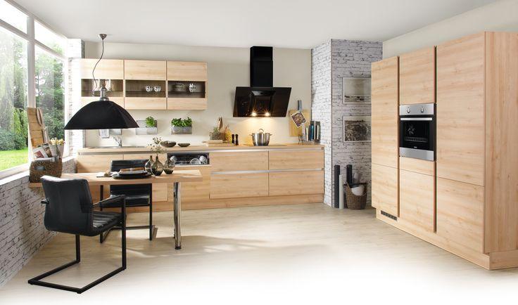 Die bezahlbare Grifflosküche in Buche Alpin Dekor verbindet Design und Gemütlichkeit. Ausgestattet mit 4 großen Auszügen, einem Geschirrschrank und Glashängeschränken bietet diese Küche Stauraum. Der Ansatztisch verfügt über ausreichend Platz für ein gemütliches Essen zu zweit.
