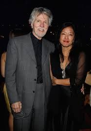 Tom Skerritt & 3rd wife Julie (m 1998). His 1st marriage was to Charlotte from 1957-72 and second wife Sue was from 1977-92. He had sons Colin, Andy, Matt & daughter Erin before his latest marriage to Julie. They have adopted daughter Emiko.