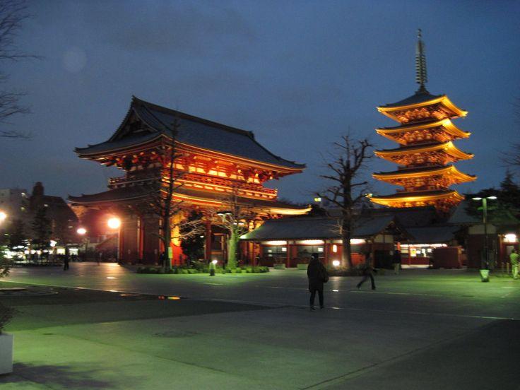 Tempel Meiji Schrein im Japan Reiseführer http://www.abenteurer.net/1994-japan-reisefuehrer/