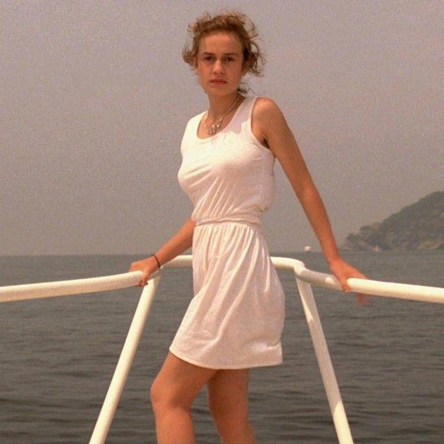 sandrine bonnaire. a nos amours (1983)