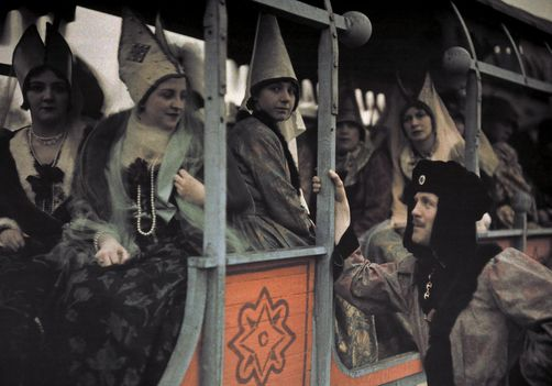 Joan of Arc Festival, Compiegne, Oise. Gallant in roundlet, peers into cartful of women in pointed hennins. Photographer: JULES GERVAIS COURTELLEMONT