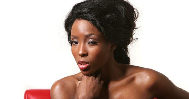 Peinados lindos para pelo corto en mujeres negras. Aunque al pelo largo a menudo se lo considera sexy, algunos de los peinados más atractivos en mujeres negras son los de cabello corto. Estos estilos pueden ser difíciles de lograr, pero si tienes éxito, no hay nada más atractivo que un atrevido corte de pelo corto.