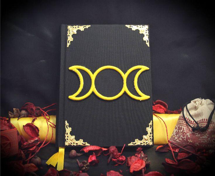 "Libro delle Ombre ""Golden TripleMoon"" paganesimo pagano wicca fatto a mano diario magia stregoneria mago strega grimorio angoli decotarivi by LittleSorcerer on Etsy"