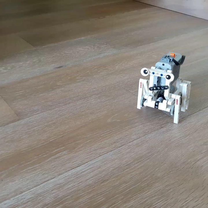 """26 mentions J'aime, 2 commentaires - Yael (@yaelparis) sur Instagram: """"Une étrange créature se promène chez moi #lego #moc #technic #legotechnic #creature #powerfunctions…"""""""