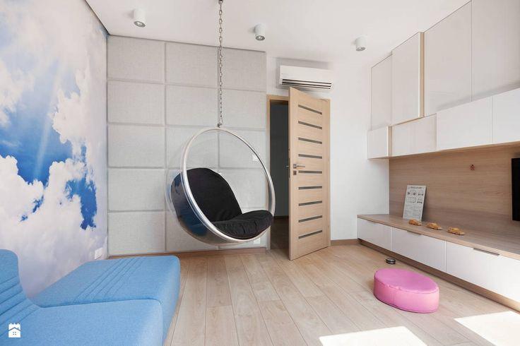Widok na część fototapety i wiszący fotel. - zdjęcie od DekoSzop - Pokój dziecka - Styl Nowoczesny - DekoSzop