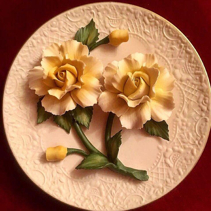 """ПРОДАНО / АРХИВ / SOLD ⛔️Все ПРОДАННЫЕ СОКРОВИЩА #antiquevintagedecor_архив ⛔️Очередное великолепное творение известнейшего #Каподимонте ✨ """"Желтые розы""""  Декоративная, нежная тарелка с об'емным рисунком #3D  Очень тяжёлая, диаметр - 20 см ОРИГИНАЛ, МАРКИРОВКА, #КЛЕЙМО присутствуют для просмотра Доп.фото листаем влево  и рассматриваем детали. НОМЕРНАЯ Plate N SM5994  #CAPODIMONTE ЛИМИТИРОВАННАЯ серия из бисквитного #фарфор  Сохранность в ИДЕАЛЕ #антик#винтаж#ручнаяра..."""