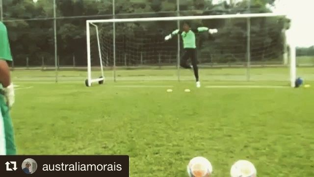 Goalkeeper training with @australiamorais  _______________________________________________________ #goalkeeper #goalkeepers #goalkeepertraining #goalkeepercoach #goalkeepercoaching #torwart #torwarttraining #torwarttrainer #keeper #målvakt #målvaktsträning  #gardiendebut #portiere #målmandstræning #soccer #football #fussball #sport #bramkarz #bramkarze #goleiro #goleiros #portero #kaleci #love #training #golman #porteros