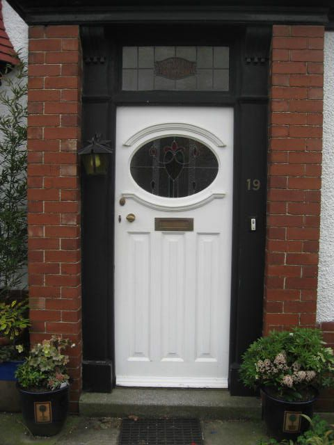 Love the shape of this 30s style door