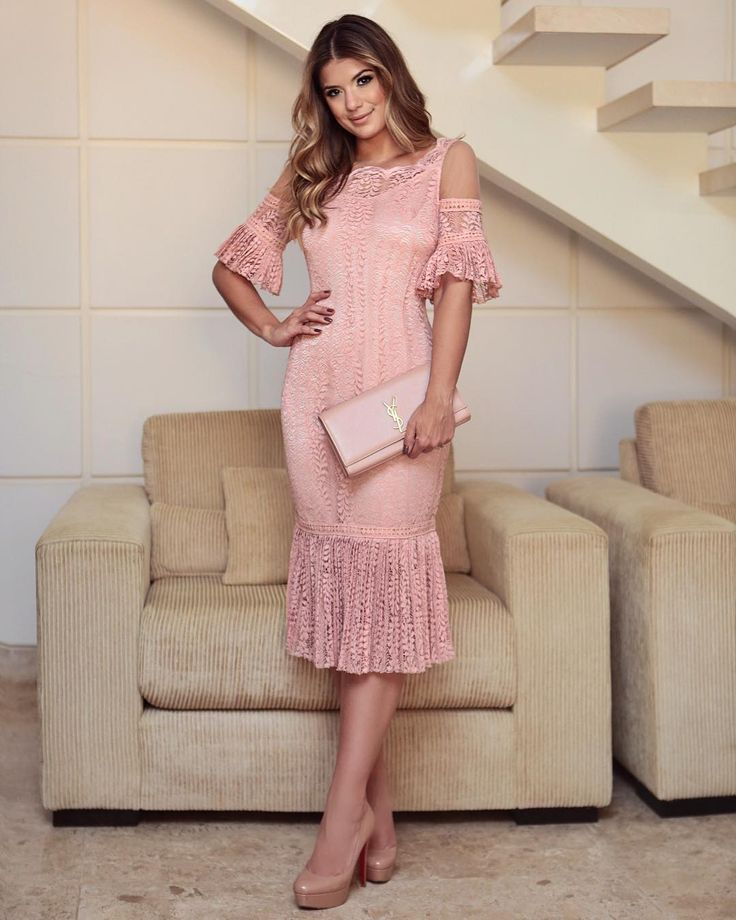 Vestido @nectarina_oficial 💗 Renda linda com detalhes de tule e plissado! | Beautiful dresses, Cute dresses, Lace dress