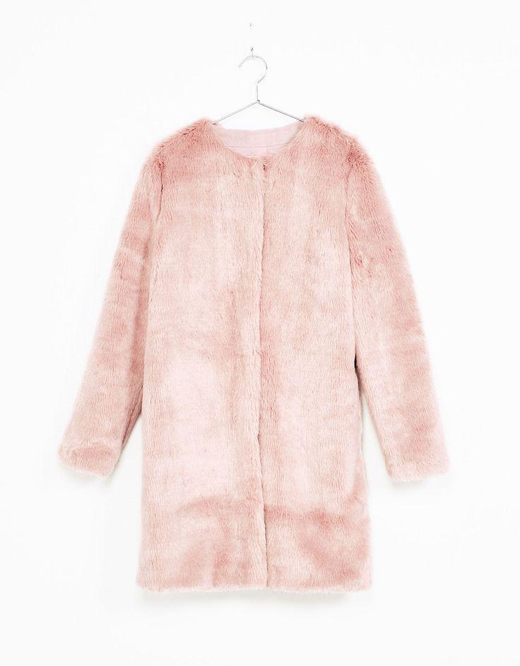 BERSHKA Manteau long en fausse fourrure rose