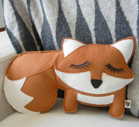 felt fox pillow -- diy idea