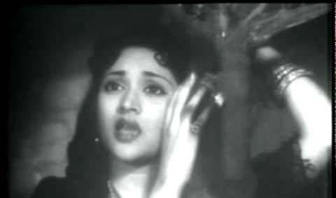 """Bechain Karne Wale"", a very old hindi song, sung by Lata Mangeshkar & picturised on Vyajayantimala from the movie ""Yasmin"" - Complete Lyrics"