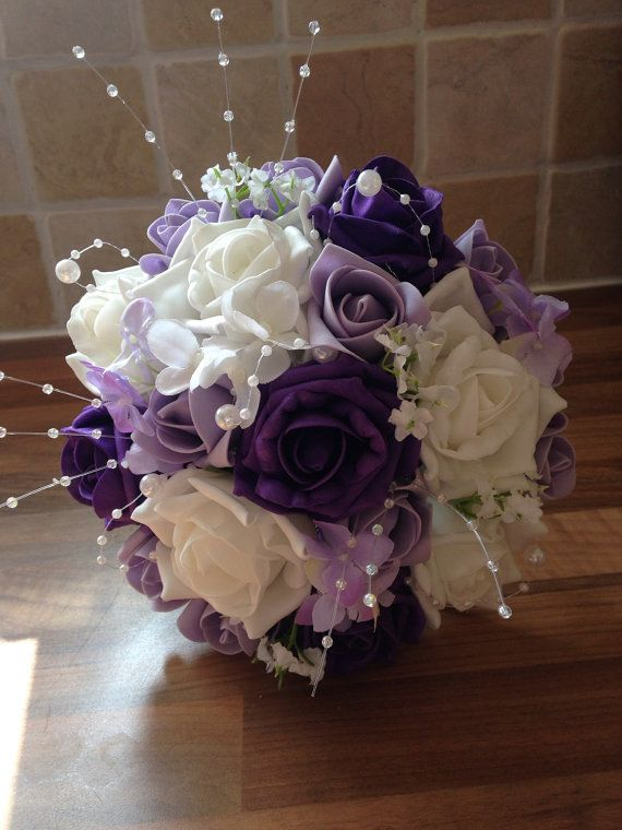 Ramo de Dama de honor blanco profundo púrpura por BouquetBeautiful