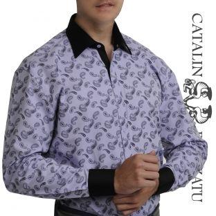Un model de cămaşă smart casual creată pentru un look deosebit. Cămaşa are un design clasic şi un imprimeu Indian tear. Gulerul, manşeta şi fenta sunt în contrast cromatic. Alegerea perfecta pentru un bărbat îndrăzneţ.