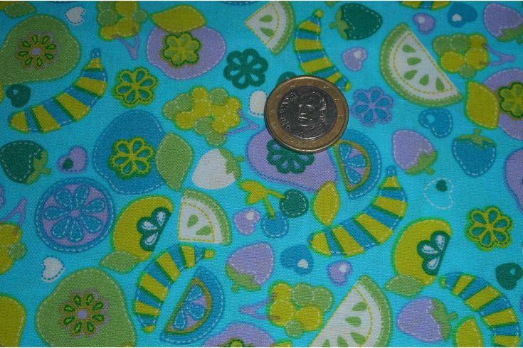 Tejido de algodón con estampado de frutas. Ideal para crear diseños originales con la técnica del patchwork como colchas, bolsos, complementos de bebé... Fácil de lavar y planchar.#patchwork #algodón #frutas #verde #azul #confección #ropa #vestidos #camisetas #tela #telas #tejido #tejidos #textil #telasseñora #telasniños #comprar #online #comprartelas #compraronline