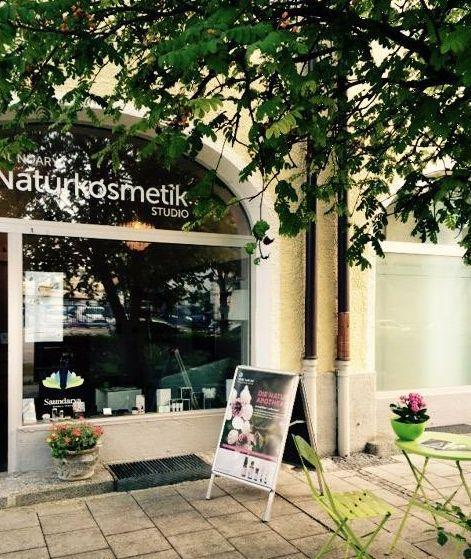 In Ute Hardy's Kosmetikstudio kann man nach der Behandlung gemütlich an der frischen Luft Platz nehmen. #Einzelhandel