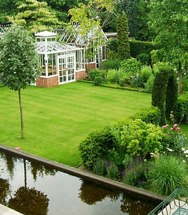 Mit Der Restaurierung Einer Klassischen Villa Erhielt Auch Der Garten Ein Neues Klassisches Gewand Nach Dem Vor Englischer Garten Garten Garten Landschaftsbau