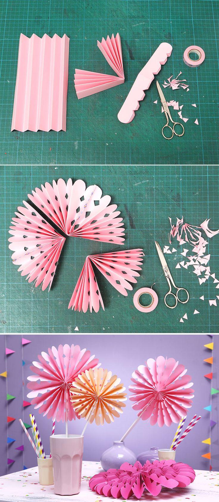 Die Faltrosetten in verschiedenen Farben sind der Blickfang auf der Geburtstagstafel.  • Umsetzung und Foto: Thordis Rüggeberg