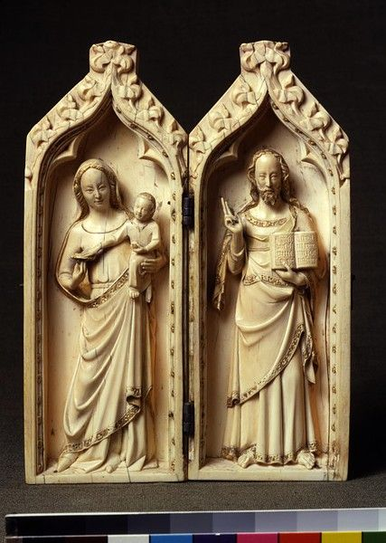 relief sculpture vs. free standing sculpture essay Figures are depicted standing sideways and are contained within a sharply insized outline: see for  medieval relief sculpture.