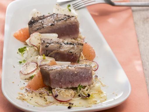 Rezept Gebratener Thunfisch mit Kohlrabi - Radieschen - Salat, unser Rezept Gebratener Thunfisch mit Kohlrabi - Radieschen - Salat - gofeminin.de