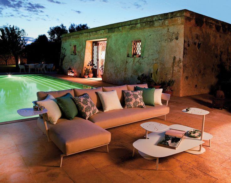 #sommer #draußen #terrasse #garten #couch #wohnzimmer #tisch #pool #kissen #relax #chillen #urlaub #mediterran