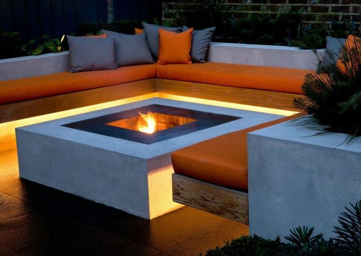ruban LED extérieur et foyer pour le salon de jardin