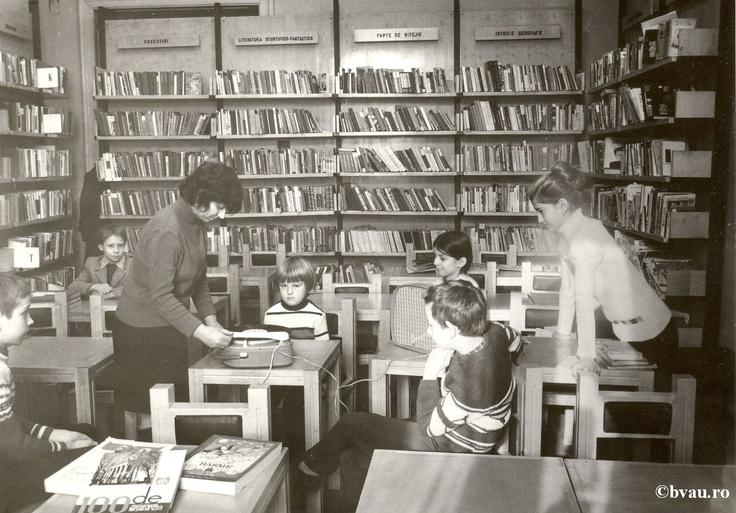 """Secţia pentru copii a Bibliotecii """"V.A. Urechia"""", anul 1984.  Imagine din colecţiile Bibliotecii Judeţene """"V.A. Urechia"""" Galaţi."""